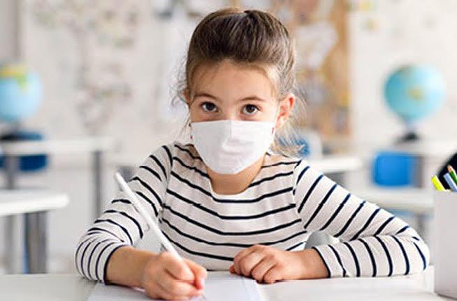 Ποιοί εἶναι οἱ «εἰδικοί ἐπιστήμονες» πού εἰσηγήθηκαν νά φορᾶνε μάσκα ἀκόμα καί τά παιδιά;